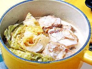 鶏肉(もも肉)とキャベツのクリーム煮