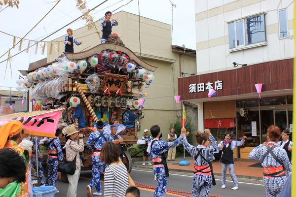 小見川祇園祭 須田本店の前での屋台