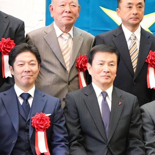 中小企業・小規模企業表彰 集合写真はまさかのセンター、しかも森田健作知事の隣!