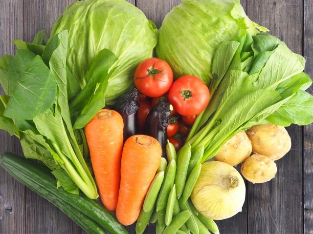 鶏ガラ スープ 作り方 一緒に入れる野菜