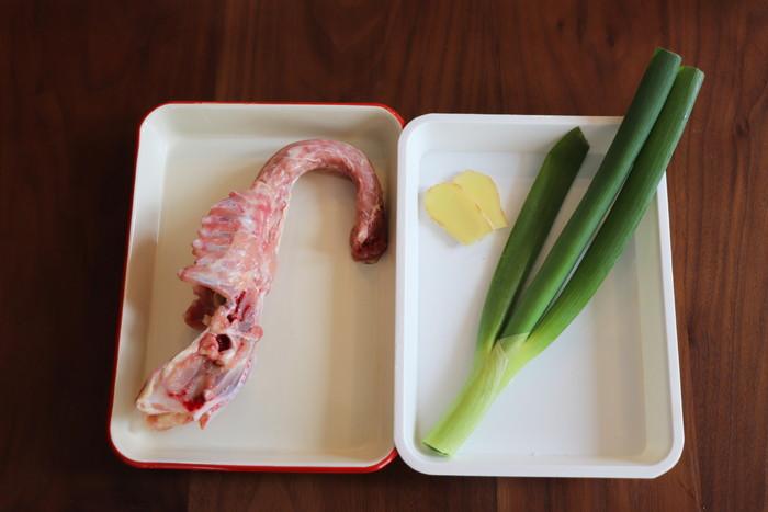 鶏ガラスープ 作り方 材料 鶏ガラと野菜